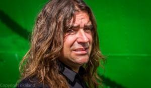 Gladmat mann med langt hår