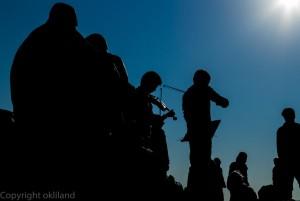 Fiolinister i frognerparken i motlys