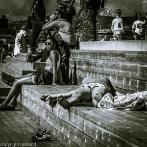 Bilde av folk som soler seg på Sørenga Sjøbad av Ørjan Liland