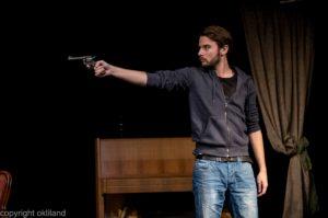 Bilde pistol Teater Neuf Family Crisis av Ørjan Liland