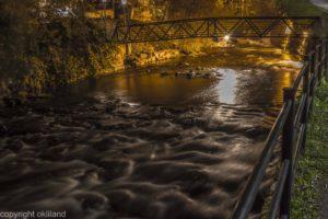 Kveldsbilde fra elven utenfor Wallmans på Grunerløkka av Ørjan Liland